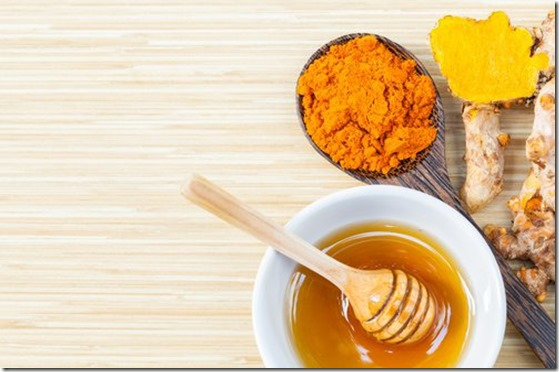 Cúrcuma-con-miel-de-abejas-un-remedio-que-no-tiene-precio